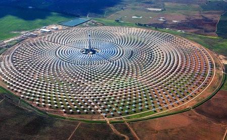 Esta central de energía funciona con y sin sol