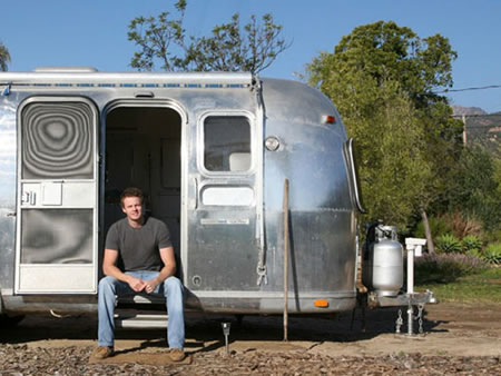 Viejo trailer convertido en una casa