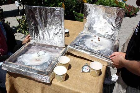Nuevos hornos solares hechos con cajas de pizzasolares