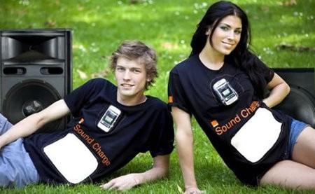Nueva remera para cargar tu móvil durante conciertos de rock