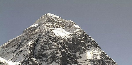 En la cima del Everest ha sido instalada una cámara solar