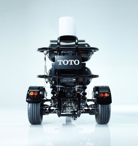 Toto presenta una moto que funciona con materia fecal