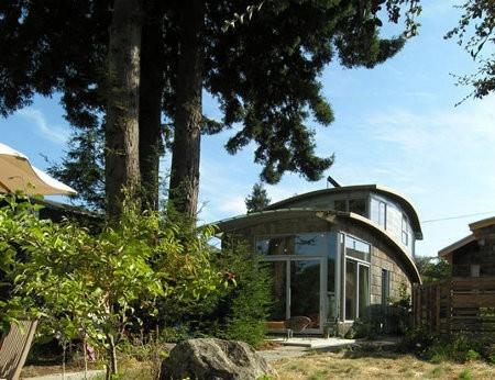 McGee House, la casa hecha con más de 100 techos de autos