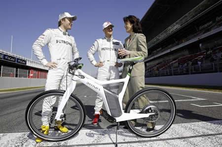 Michael Schumacher y Nico Rosberg son los primeros poseedores de las Smart eBikes