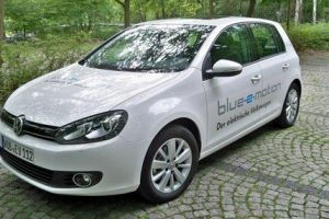 Volkswagen Golf Blue E-motion, un genial auto eléctrico