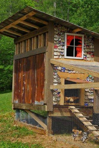 Gallinero construido con latas de cervezas y no más de 40 dólares3