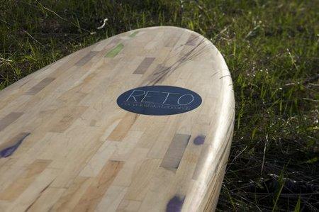 Tabla de surf hueca hecha con viejos skates