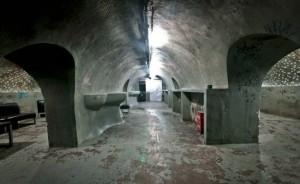 Refugio anti bombas convertido en un club nocturno3