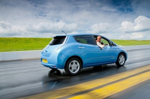 Un Nissan LEAF tratará de romper el récord mundial de conducir en reversa
