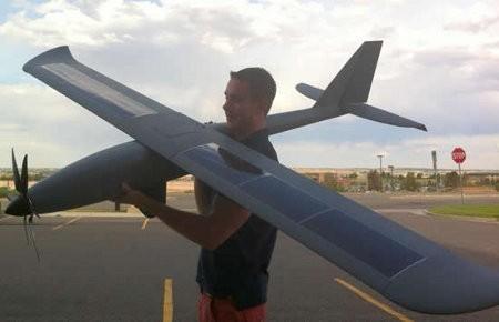 Avión Silent Falcon vuela 14 horas seguidas usando energía solar