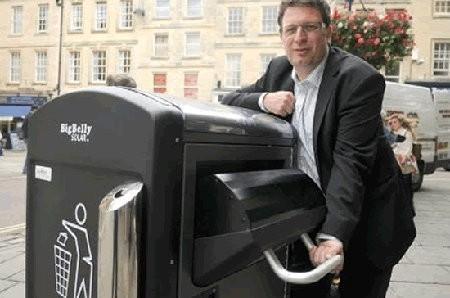 Bath ahora tiene contenedores que comprimen la basura