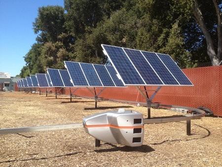 SolBot apunta los paneles solares hacia el sol para mejorar la producción
