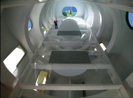 Transformation House, una extraña casa que usa energía solar2