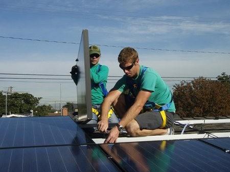 La industria de la energía solar en Estados Unidos cuenta con 120.000 empleados