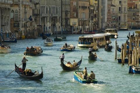 Venecia reduce el uso de botes a gasolina