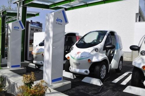 Toyota instala estaciones solares para recarga de autos eléctricos