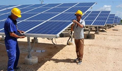 Cuba estrena su primera central de energía solar