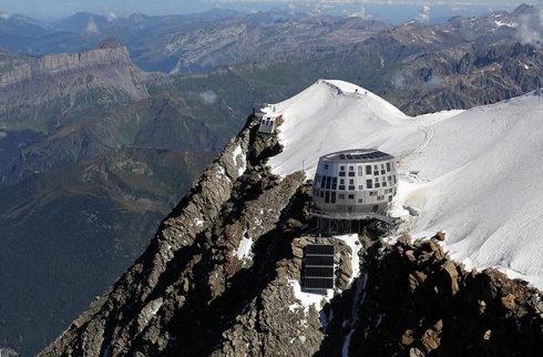 Ahora hay un refugio solar en la cima del Mont Blanc