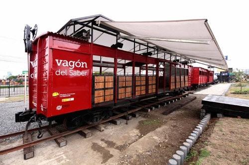 Un viejo vagón es convertido en un centro cultural móvil en Ecuador