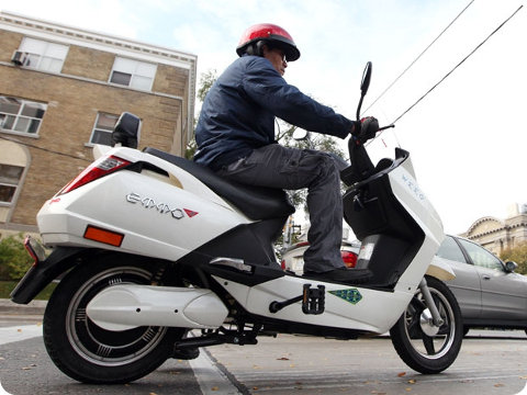 Toronto: las scooters eléctricas ahora pueden circular en las ciclovías