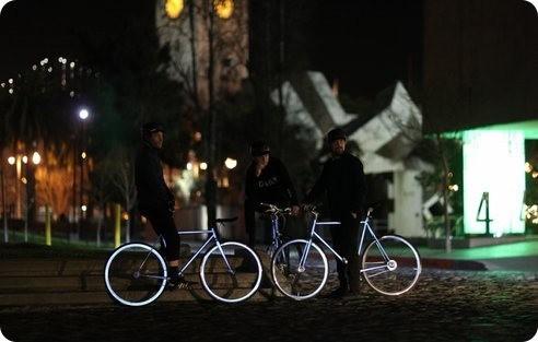 Mira esta genial bicicleta que refleja la luz