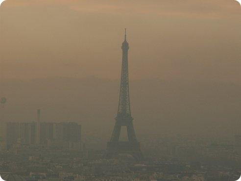 París prohíbe la circulación de la mitad de los vehículos