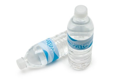 San Francisco prohibirá la venta de agua en botellas plásticas