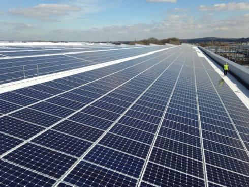 Jaguar apuesta por la energía solar