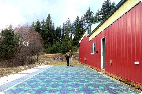 Solar Roadways presenta un estacionamiento hecho de paneles solares