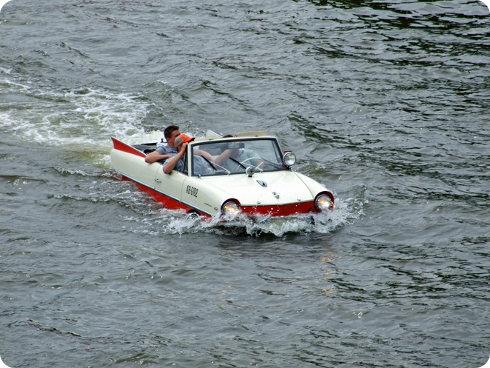 Tesla Model Y: el automóvil que puede convertirse en bote