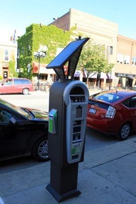 Los autos más contaminantes pagarán más en los parquímetros