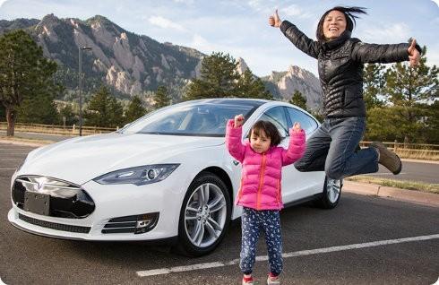 Shanghái ofrecerá matrículas gratuitas a los poseedores de un Tesla