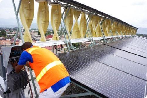 Jamaica presenta la mayor instalación solar y eólica del mundo