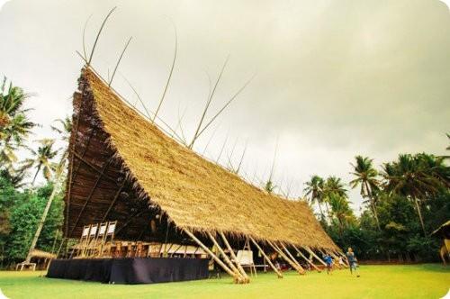 Mira esta tienda gigante hecha con bambú
