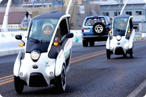 Toyota i-ROAD: un genial vehículo eléctrico de tres ruedas