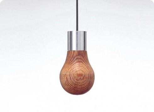 Mira la bombilla de madera de Ryosuke Fukusada