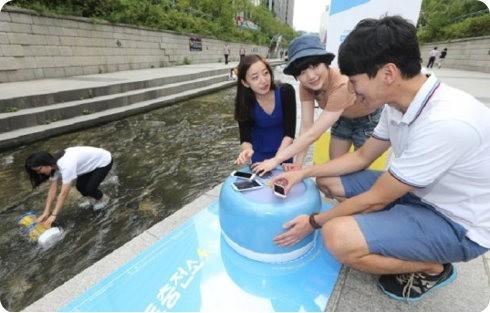 Corea instala estaciones de recarga de smartphones que usan energía hidráulica