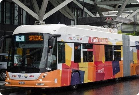 Este autobús eléctrico se recarga en cada parada