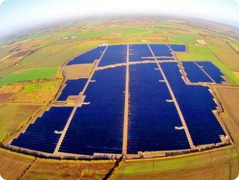 La granja solar más grande de Reino Unido ya está operativa