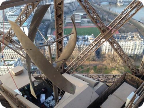la-torre-eiffel-deslumbrara-con-energia-renovable
