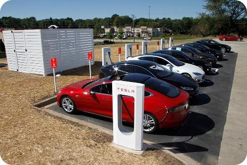 nuevos-supercargadores-de-TESLA-para-vehiculos-electricos-EV