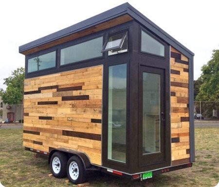 Esta pequeña casa solar está a la venta en eBay