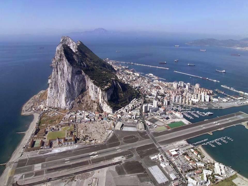 Gibraltar se ve beneficiado por las olas del mar