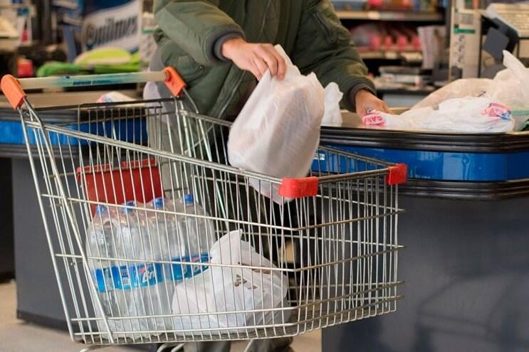 Inglaterra cobran por las bolsas plásticas